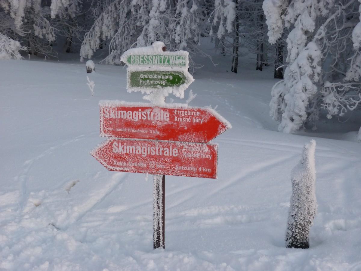 Wegweiser Skimagistrale bei Satzung